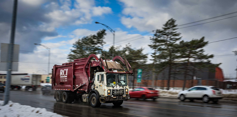 La coalition estime que 400 camions par jour se rendent au dépotoir de Sainte-Sophie pour y faire enfouir des déchets.